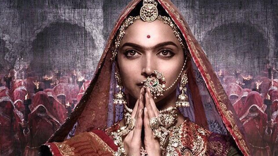 Deepika Padukone vestida como a rainha Padmavati em imagem do longa (Foto: divulgação)