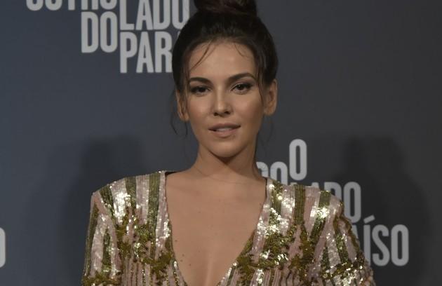 Tainá Müller será Aura e vai namorar Gael (Sergio Guizé) depois que Clara for internada numa clínica psiquiátrica (Foto: Globo / Cesar Alves)