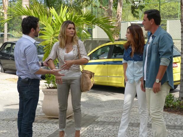 Théo chega para proteger Érica de Celso (Foto: Salve Jorge/TV Globo)