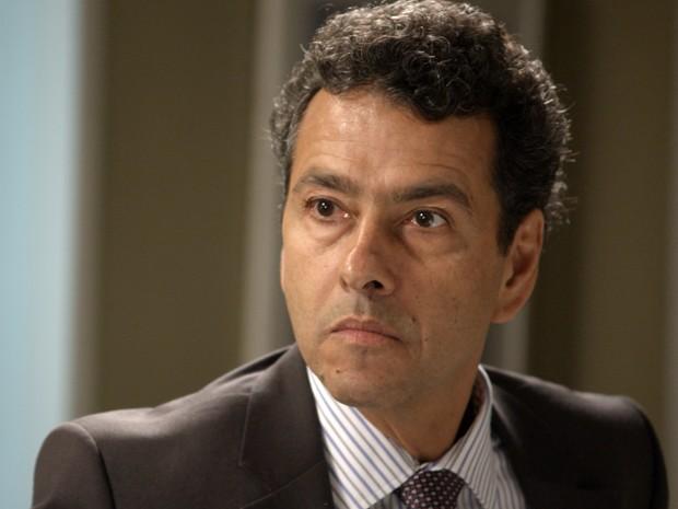 Aderbal descobre que Inês está presa (Foto: TV Globo)