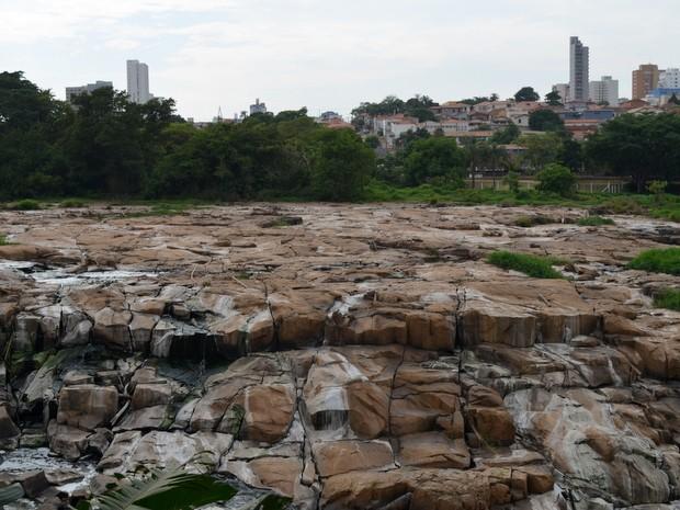 Rio marca sua menor vazão dos últimos 30 anos (Foto: Claudia Assencio/G1)