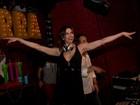 Luciana Gimenez usa look sensual para comandar as carrapetas em festa