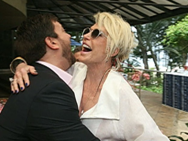 Ana Maria prestigiou o noivado do amigo Bruno Astuto (Foto: Mais Você / TV Globo)