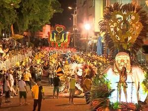 Irmãos Metralha campeã carnaval 2015 SJDR 3 (Foto: Reprodução/ TV Integração)
