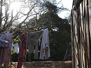 As mulheres lavavam roupa para fora (Foto: Lado a Lado / TV Globo)