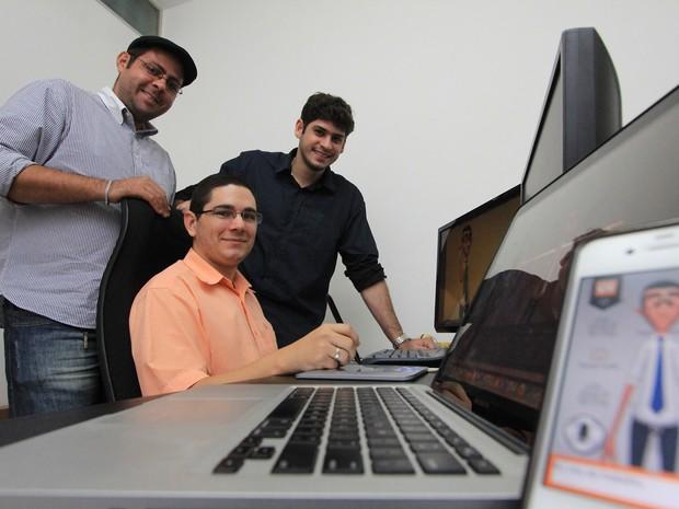 Criadores do projeto de start-up alagoana que é finalista em prêmio internacional (Foto: Raul Plácido/Secom/Divulgação)