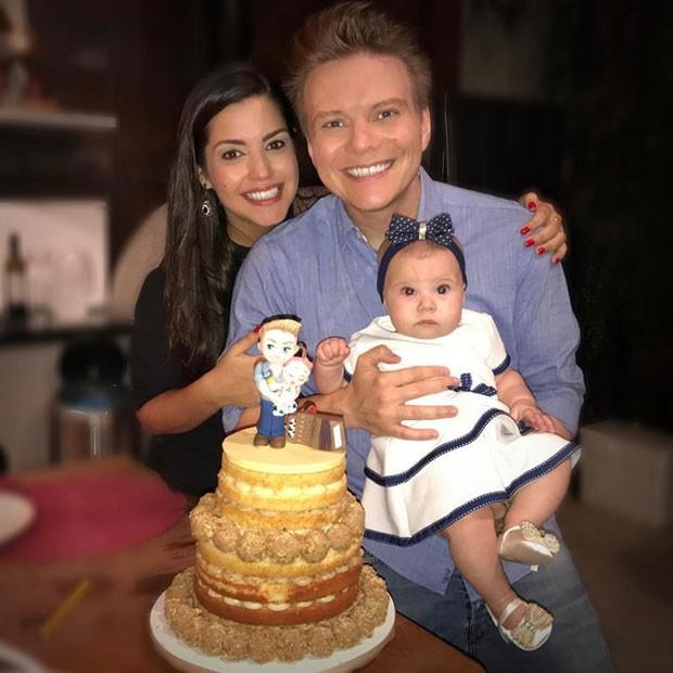 Thaís Fersoza e Michel Teló com a filha, Melinda (Foto: Instagram/ Reprodução)