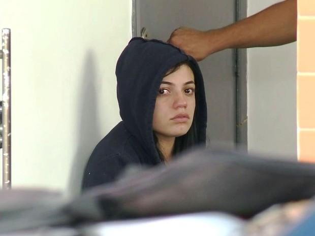 Jovem de 23 anos foi presa em flagrante em Barra do Turvo, SP (Foto: Reprodução/TV Tribuna)