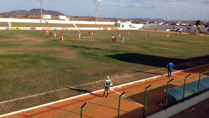 Baraúnas e América-RN ficaram no 0 a 0 neste sábado (Foto: Luiz Beserra/Inter TV Cabugi)