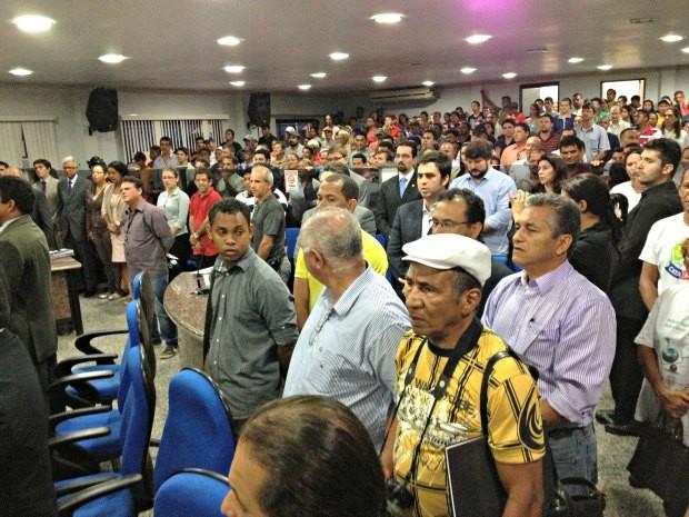 Público lotou o plenário da Camara de Vereadores que tem capacidade para 200 pessoas (Foto: Ivanete Damasceno / G1)