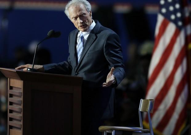 Clint Eastwood conversa com o seu Obama imaginário (Foto: AP)