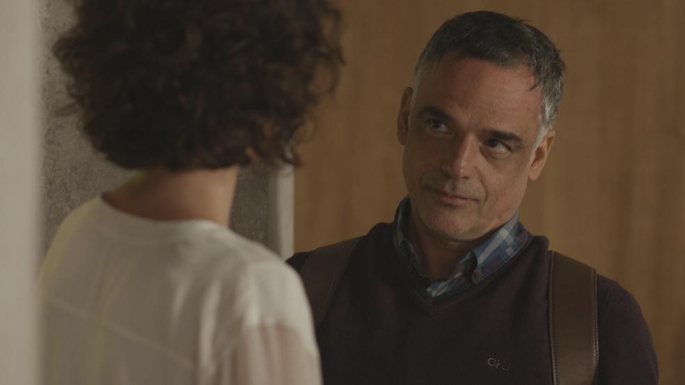 Luis convida Marta para jantar (Foto: TV Globo)