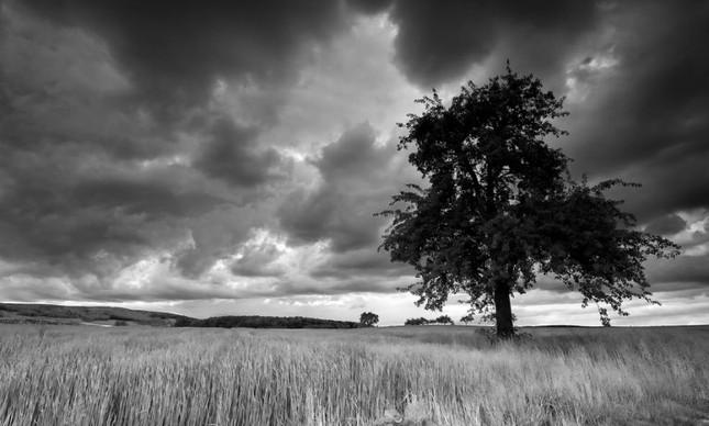 Nuvens negras (Foto: Arquivo Google)