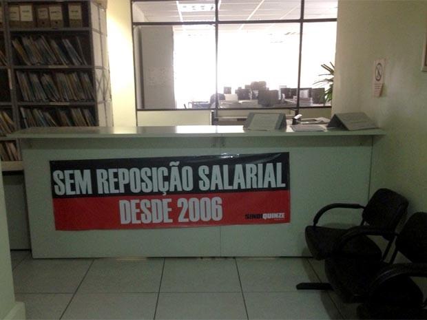 Balcão de vara da Justiça do trabalho sem atendimento em Campinas (Foto: Joaquim Castrillon / Sindiquinze)