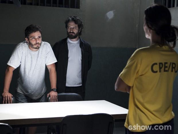 William fica passado ao saber que Lili passou pela máquina (Foto: Inácio Moraes/TV Globo)