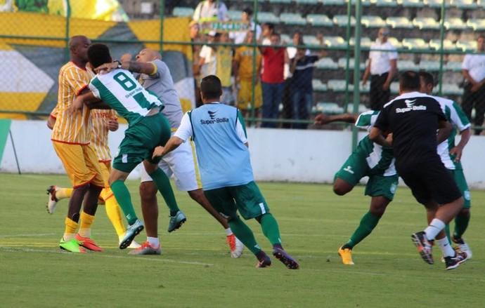 9ce6ce10ff Gama x Brasiliense (Foto  Douglas Oliveira   Gama) Jogadores ...
