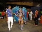 Vídeo: Raíssa Oliveira mostra samba no pé em desfile da Beija-Flor