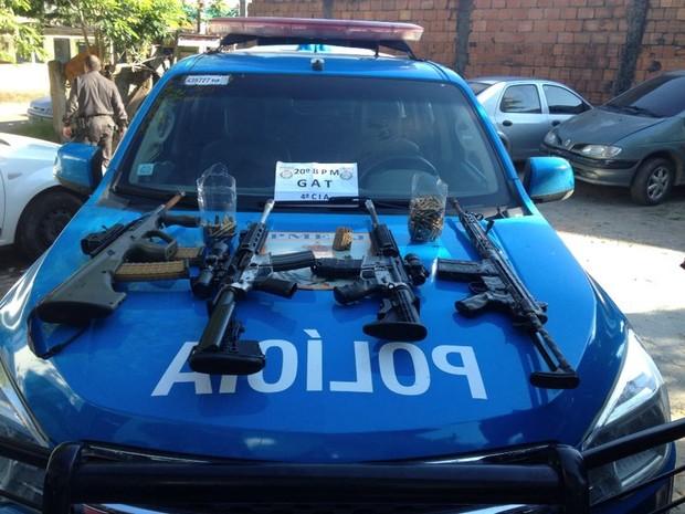 Quatro Fuzis apreendidos durante operação da Polícia Militar e Polícia Civil nesta quarta (29) (Foto: Divulgação/ Polícia Militar)