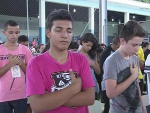 Para organizador, retiro serve para afastar jovens de coisas ruins (Foto: Reprodução/ TV TEM)
