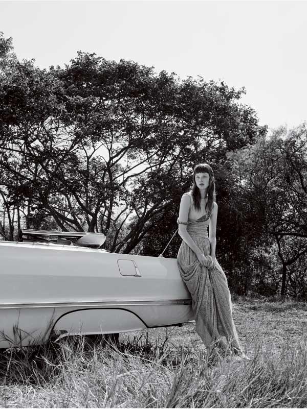 Vestido Emanuelle Junqueira, R$ 4.180 sobre camiseta B. Luxo, R$ 189  (Foto: Rodrigo Bueno (SD MGMT))
