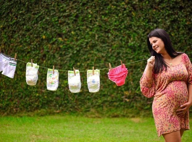 Layane já é mãe de um menino de seis anos e dos quadrigêmeos. Agora, ela está grávida de uma menina. (Foto: Greyce Coli/ Arquivo Pessoal)