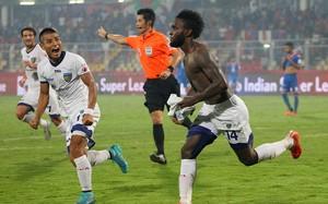 Mendoza comemora gol do título Chennaiyin (Foto: Divulgação site oficial ISL)