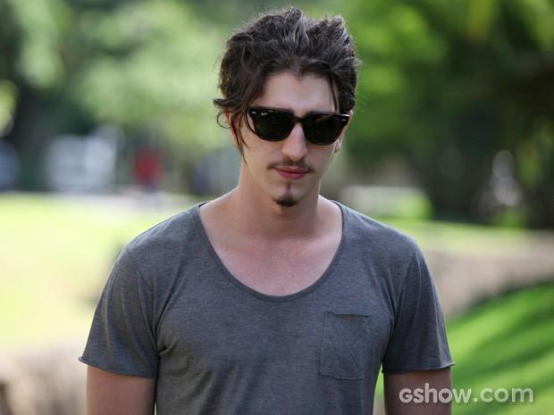 O ator garante: 'Não tenho muito tipo, acho qté uma besteira' (Foto: Carol Caminha/TV Globo)
