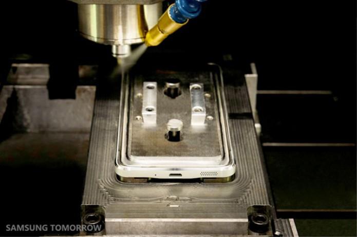 Corte com diamanete dá o retoque final no design (Foto: Divulgação/Samsung)
