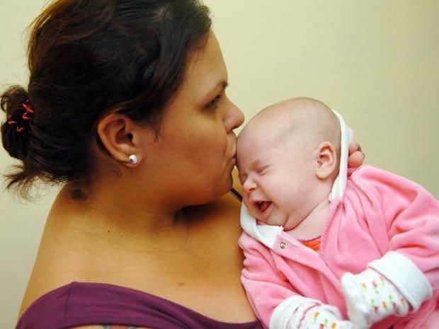 Andréia Cristina Schmidt, de 27 anos, descobriu que estava grávida uma semana antes de ter o bebê em Guaramirim, Santa Catarina (Foto: Piero Ragazzi / Agência RBS)