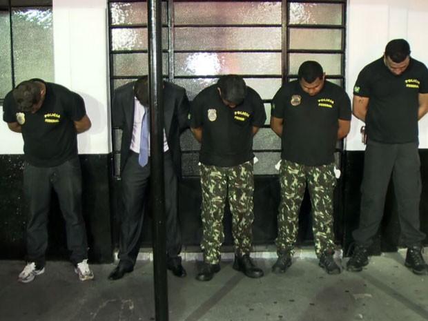 Ladrões se passam por policiais para assaltar condomínio no ABC (Foto: Reprodução/TV Globo)