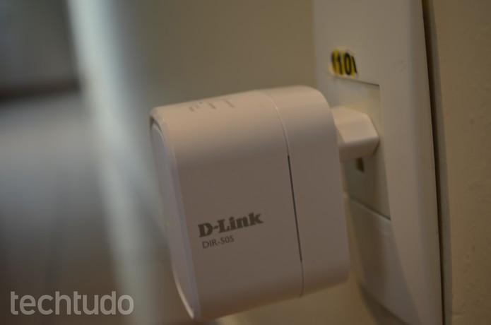 Aparelho traz porta USB, chamada de SharePort para compartilhar arquivos pela rede (Foto: Anna Kellen/TechTudo)