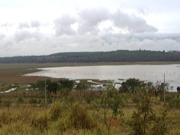 represa Furnas seca (Foto: Reprodução/Tv Integração)