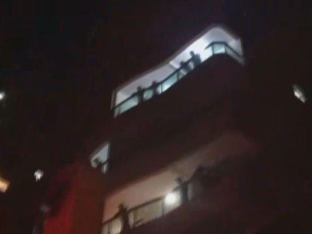 Mulher teria arremessado animal do 12° andar de prédio em Praia Grande (Foto: Reprodução / VC no G1)