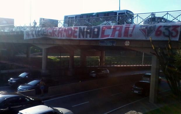 torcida do São Paulo espalha faixas por sorocaba (Foto: Felipe Carneiro/ Aplicativo TEM Você)