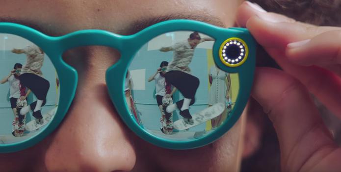 Spectacles tem luz que informa quando o óculos está gravando (Foto: Reprodução/Felipe Vinha)