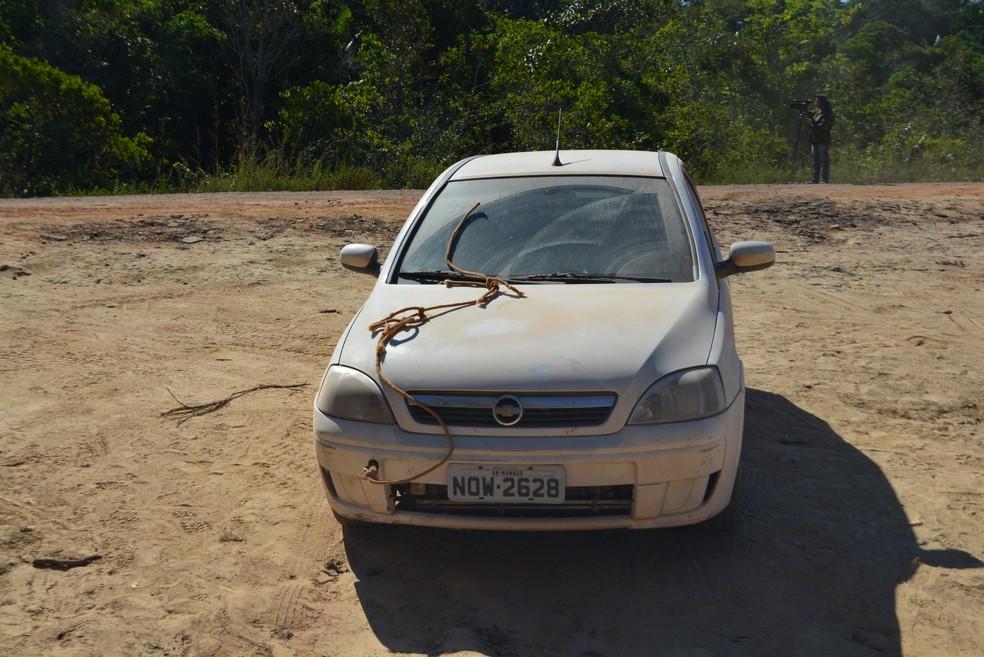 Carro de Jayson quebrou 300 quilômetros depois que saiu de Manaus (Foto: Mary Porfiro/G1)
