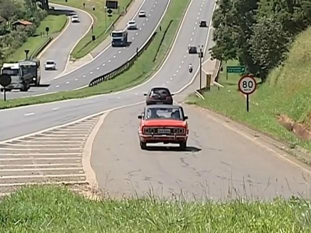 Rodovia tem limite máximo de velocidade de 80km/h (Foto: Reprodução/ TV TEM)