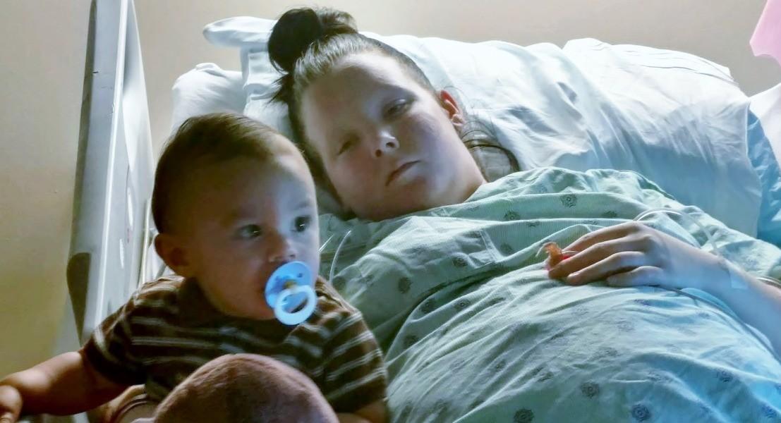Daniel acompanha o tratamento da mãe Jennifer no hospital (Foto: Arquivo pessoal)