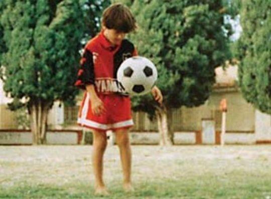 Messi, criança, com a camisa do Newell's