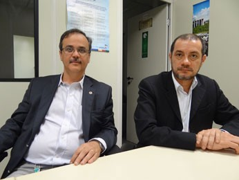 Promotores Marco Aurélio Farias e Charles Lima receberam queixas de manifestantes (Foto: Luna Markman / G1)