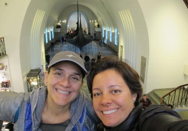 Taciana Mello e Fernanda Moura no Museu do Navio Viking em Oslo, na Noruega (Foto: The Girls on the Road)