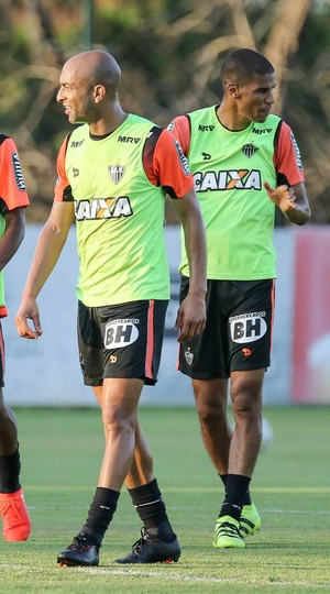 Leonardo Silva e Ronaldo forma dupla de zaga pela primeira vez no Galo (Foto: Bruno Cantini / CAM)