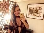 Indianara Carvalho abusa da sensualidade para dar boa noite