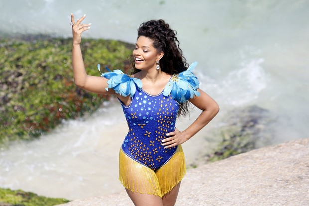 Juliana Alves faz ensaio na praia do Arpoador, RJ (Foto: Gil Rodrigues/ FotoRio News)