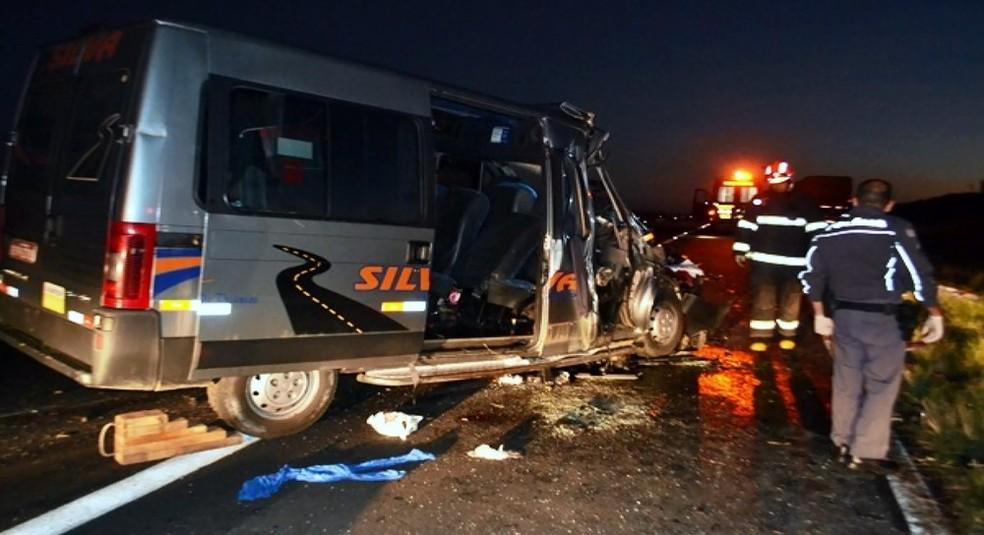 Acidente ocorreu por volta das 5h30 no km 304 da Rodovia Brigadeiro Faria Lima (Foto: Maury Jr./ Matão Urgente )