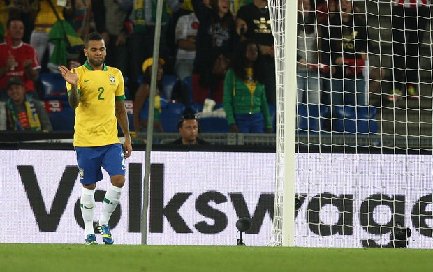 Daniel Alves, Suiça x Brasil (Foto: Bruno Domingos/Mowa Press)