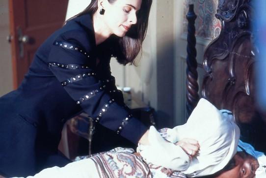 Cena clássica: Isadora tenta matar o sogro, Dom Lázaro, personagem de Lima Duarte, em 'Meu Bem, Meu Mal' (Foto: Reprodução / TV Globo)