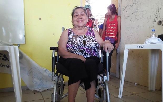 Moradora Odete ficou feliz com o atendimento (Foto: Bruna Cássia/Rede Amazônica)