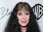 Aos 68 anos, Cher usa look de gosto duvidoso para festa em Nova York
