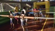 Pebolim humano vira atração em época de Copa do Mundo